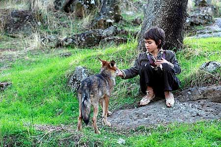 """Estreno de """"Entre lobos"""", una película inspirada en una historia real."""