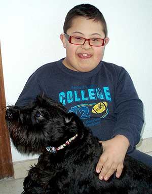 Alex y Charly, o el perro que subió al autobús alcoyano.