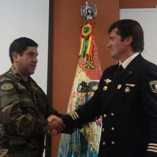 Rescate Canino Método Arcón. Fuerzas Especiales de la Policía Nacional de Bolivia condecoran al experto español Jaime Parejo.