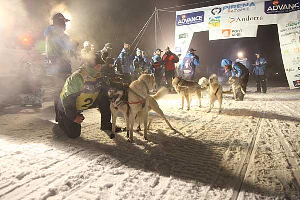 La nieve y la niebla obligan a modificar la octava etapa de Pirena 2012, la dirección de carrera optó por acortar el trazado y realizar una etapa de exhibición.