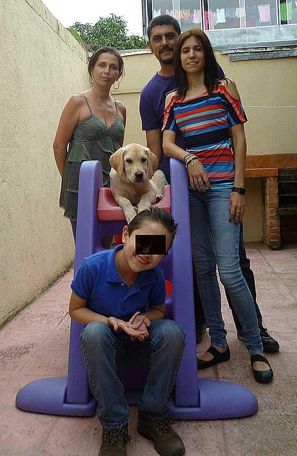 Perra de Asistencia para un niño con Trastorno de Espectro Autista (TEA)