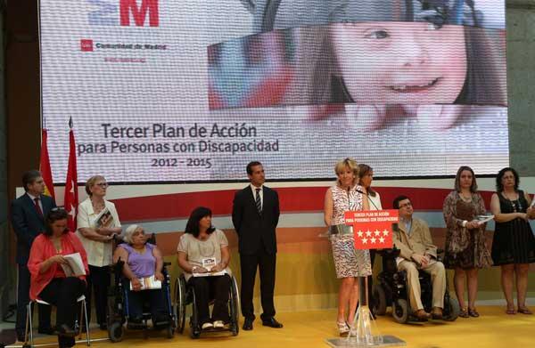 Madrid regulará la figura de los perros de asistencia para facilitar el acceso de las personas con discapacidad física, intelectual o sensorial a más espacios públicos, equiparándola a la de los perros guía de discapacitados visuales.