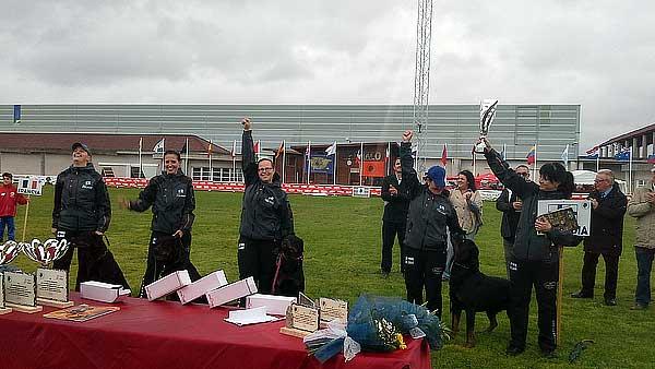 El perro danés Stormhaus Cronus se alza en la Feira Internacional de Galicia como Campeón del Mundo de Rottweiler 2013 en la modalidad de trabajo.