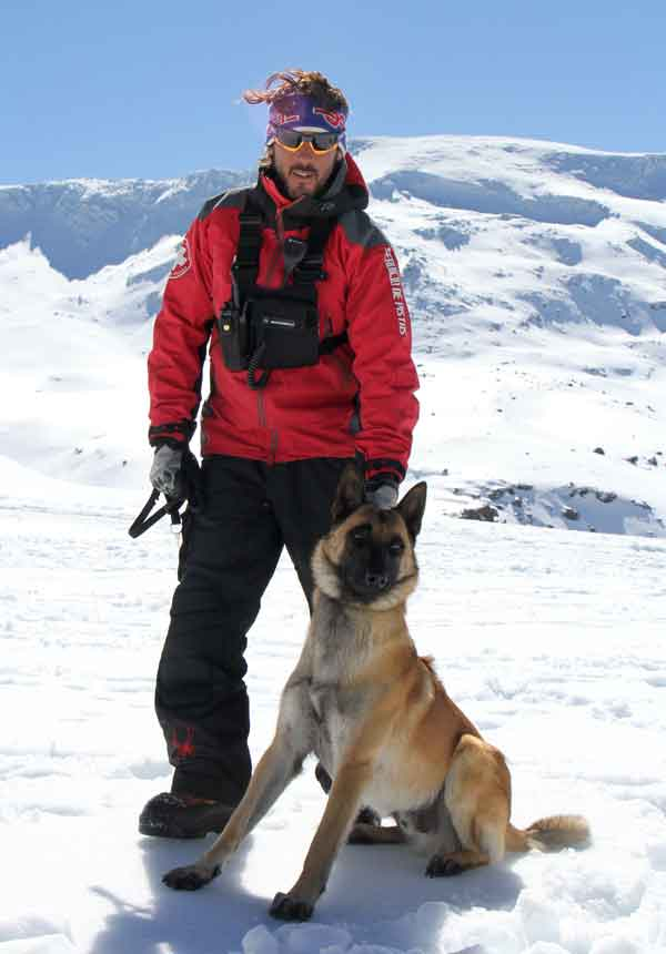 Sierra Nevada, primera estación española en contar con un perro adiestrado en rescate en avalanchas.