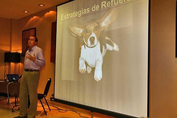 Ken Ramirez: Desde lo básico a lo complejo. Las múltiples facetas del adiestrador moderno