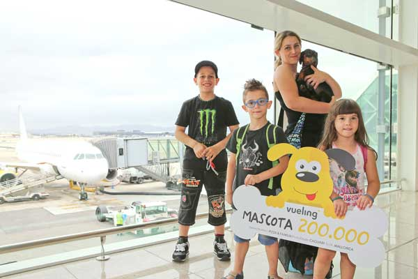 Vueling premia a su mascota número 200.000.