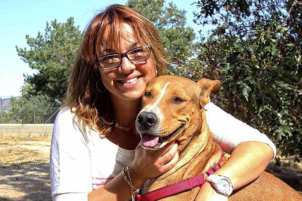Una familia madrileña adopta a Naif, el perro al que apuñalaron en la nuca en Almería
