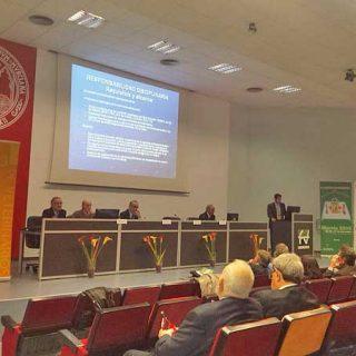 Representantes de los sectores ganadero, alimentario y la industria farmacéutica se reúnen en Murcia para aunar fuerzas en la lucha contra las resistencias a los antimicrobianos.