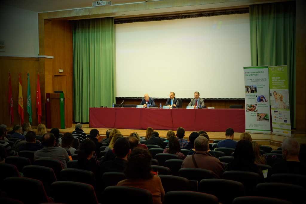 Presentación de la nueva norma de calidad sobre sanidad y bienestar animal en centros de protección animal y residencias en la II Jornada de la Asociación Española de Veterinarios Municipales.