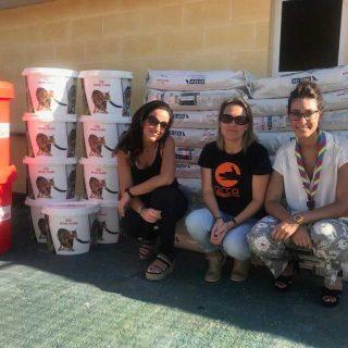 Campaña de los scouts recauda 500 raciones de alimento para un refugio de animales.