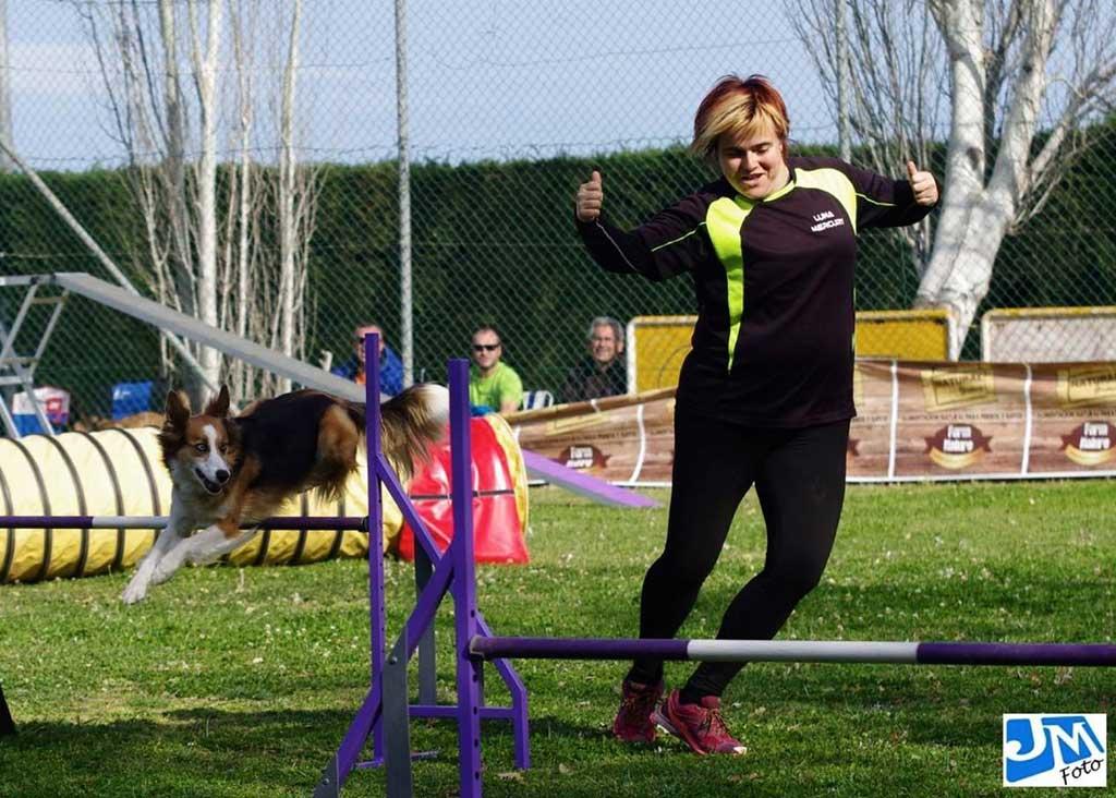 Susi Gálvez, responsable de Producción de Laboratorios Quinton, disfruta de las medidas de conciliación familiar con sus mascotas: poder cuidar de ellos a diario y en caso de enfermedad, así como en las prácticas deportivas de Agility.
