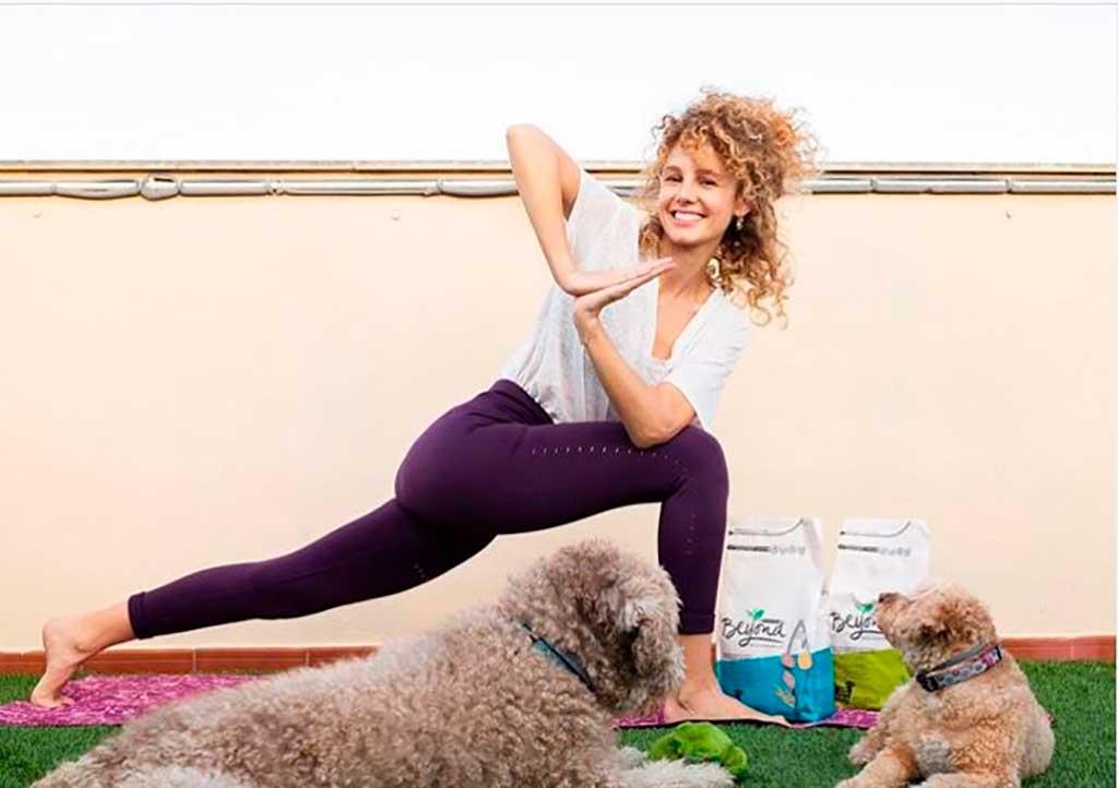 Purina Beyond organiza una Masterclass de yoga canino online.