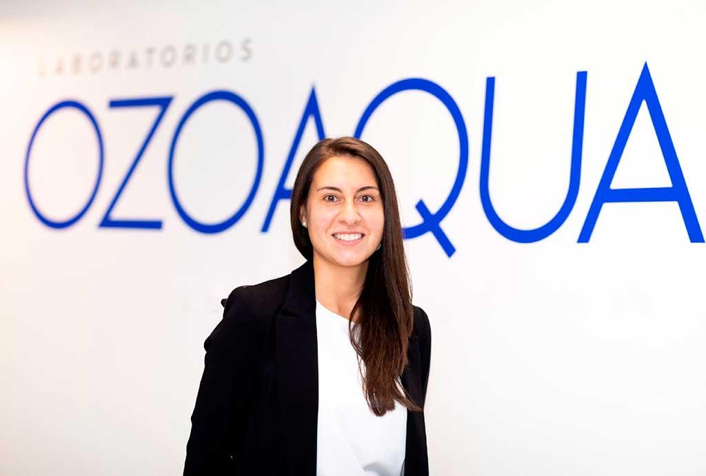 """Nuria Falcón, veterinaria y responsable de producto de Laboratorios Ozoaqua nos habla de ello: """"Existen una amplia variedad de causas que desencadenan los problemas dermatológicos de perros y gatos""""."""